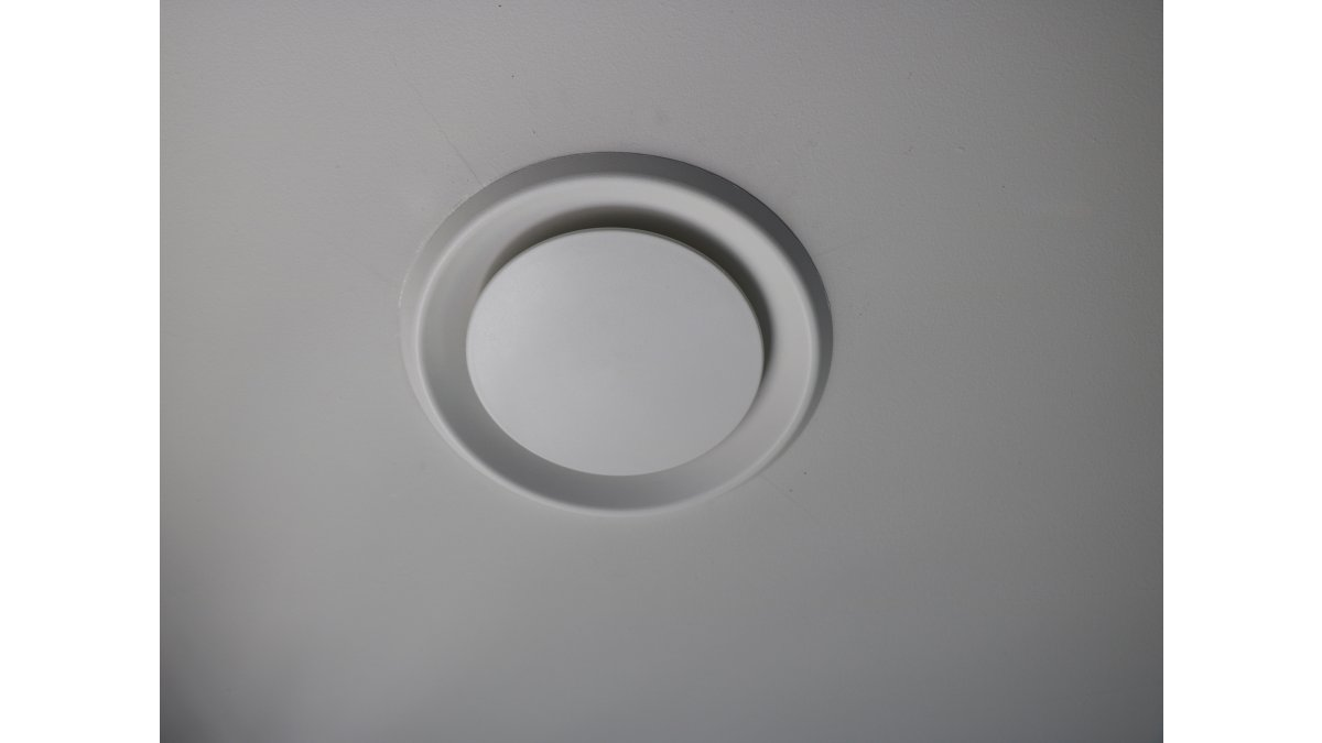 Unovent diffuser in ceiling