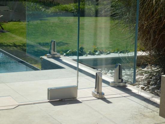 Ozone Hydraulic Patch Metro Frameless Glass Eboss