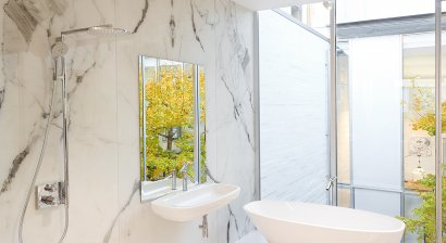 Three Innovative Ways Glass Can Enhance Bathroom Design