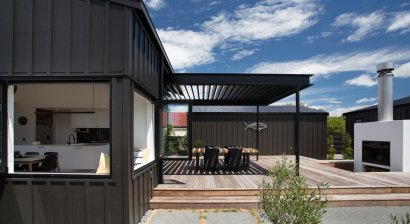 Contemporary Kiwi Bach Features Locarno RLY200 Louvre Canopy